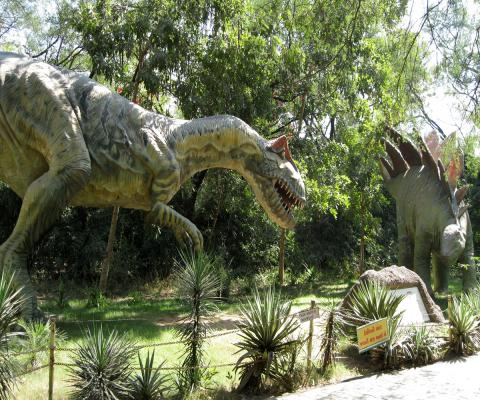 Dinosaurs Park by FabSubeject via Wikimedia Commons