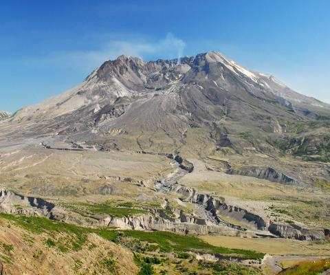 Mount St. Helens by ArtBrom via Wikimedia Commons