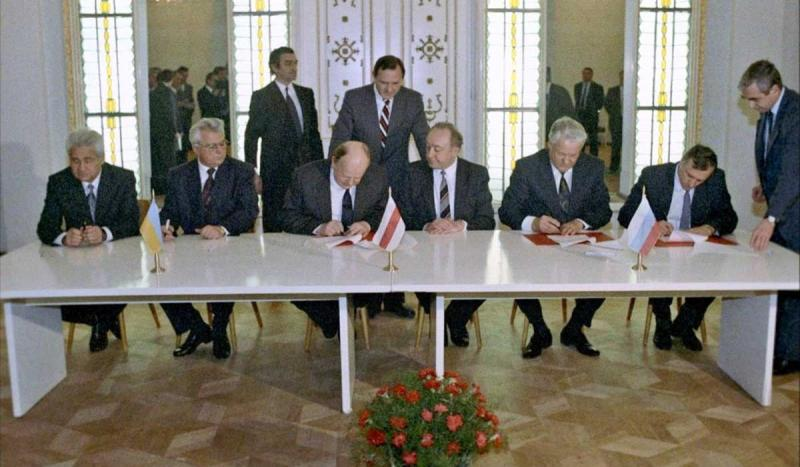 President Mikhail Gorbachev resigned following the disintegration of the Soviet Union.