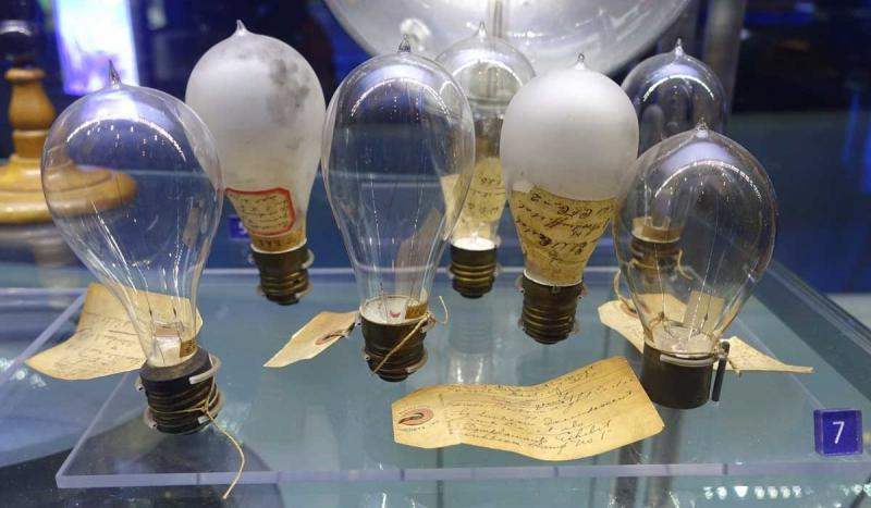 Thomas Edison gave the first public demonstration of an electric incandescent lamp.